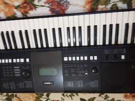 Yamaha psre423 keyboard with powers supply...one owner