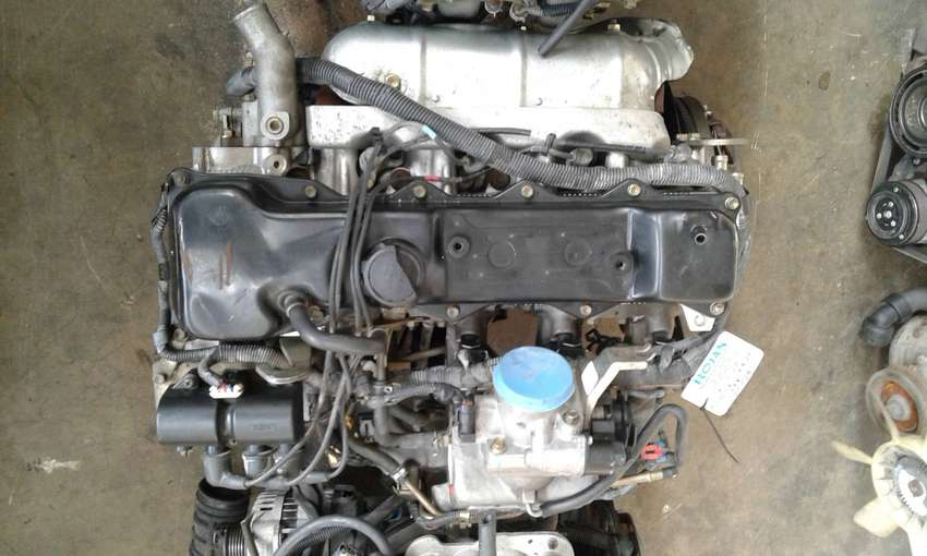 Toyota Hilux 2RZ engine for sale 0