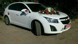 Белоснежное авто бизнес класса, прокат аренда машины на свадьбу.Кортеж