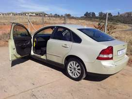 Selling 2004 volvo s40