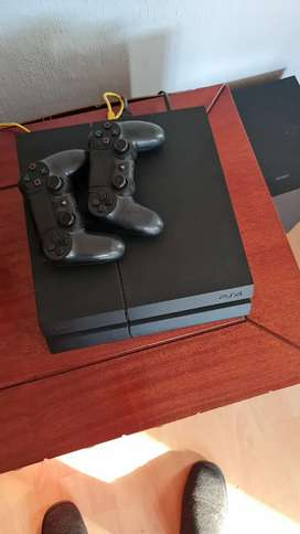 PS4 - 2 controllers and 2 entry level.games