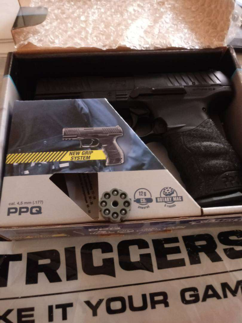 Walther PPQ CO2 pistol 0