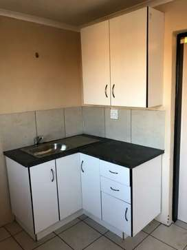 FLAT TO RENT IN BATHO LOCATION