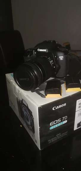 Canon EOS 7D & EF-S 18-135mm IS Lens. LIKE NEW!!