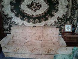 Мягкий гостинный диван