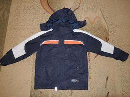 продам фирменную куртку ветровку ТСМ р.134-140