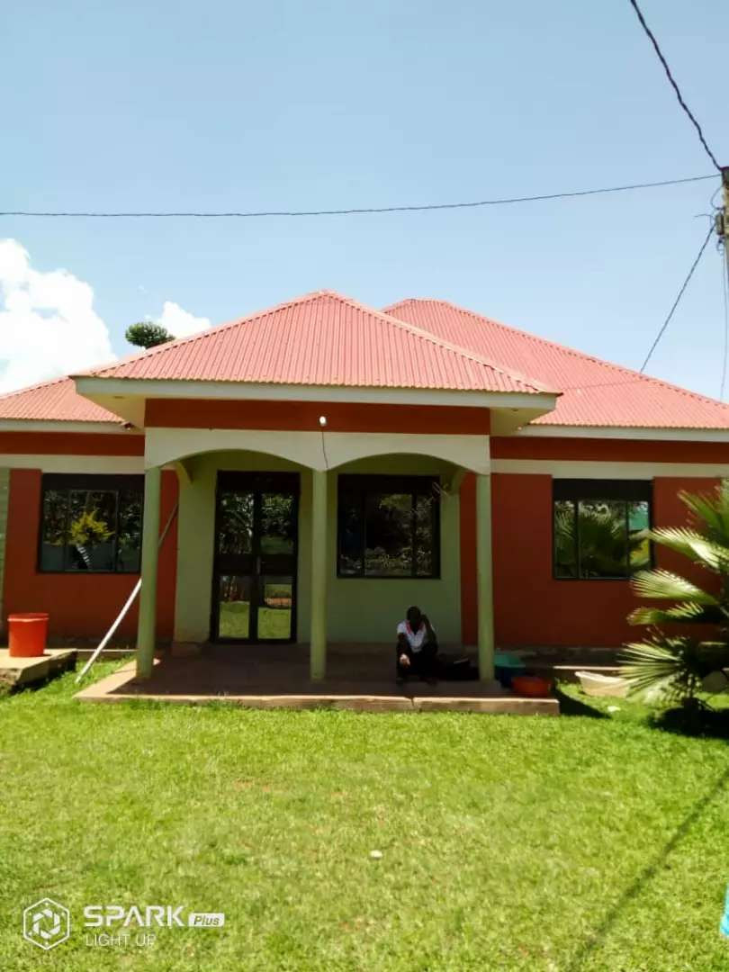 Very nice 4 bedrooms home quick sale kyengera at very give away  price 0