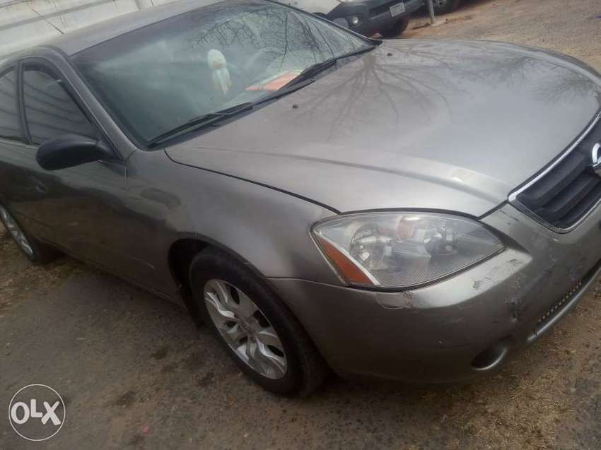 Clean Nissan Altima For Sale 0