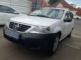 2019 Nissan Np200 1.6 with a canopy