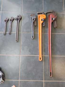 Shifting spanners and Pipe Wrech assorted sizes