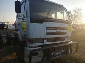 2008 UD400 4x2 Truck Tractor with hydraulics