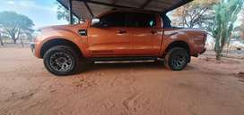 BAKKIE TYRES WITH RIMS