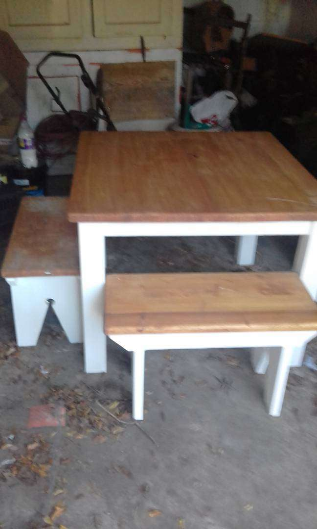 Table and benches 0
