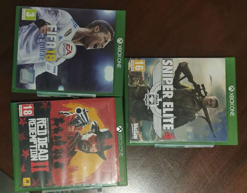 Xbox One 1T +2 Controllers + 7 Games + Battery Chargeres 0
