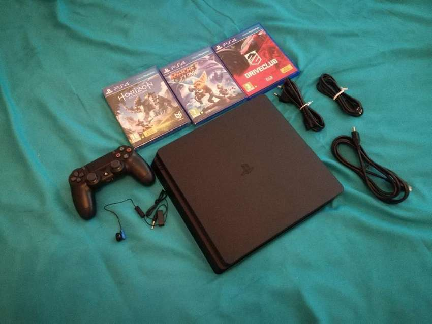 Brand new Play Station 4 slim 0