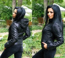 Черная куртка с капюшоном демисезонная