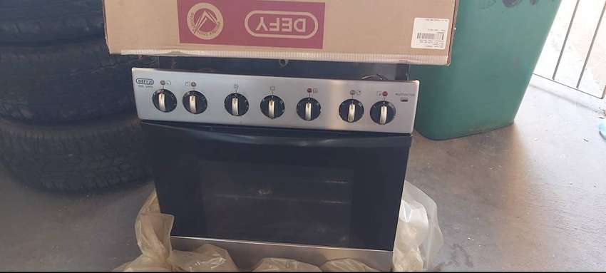Defy 4 plate stove and oven. in good condition