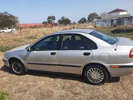 I'm selling my volvo S40 model 2004...the car is 100% mechanical