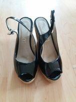 Sandały na korku