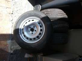 2009 vw caddy rims and tyres, new.