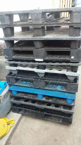 We buy plastic pallets in good condition n broken one