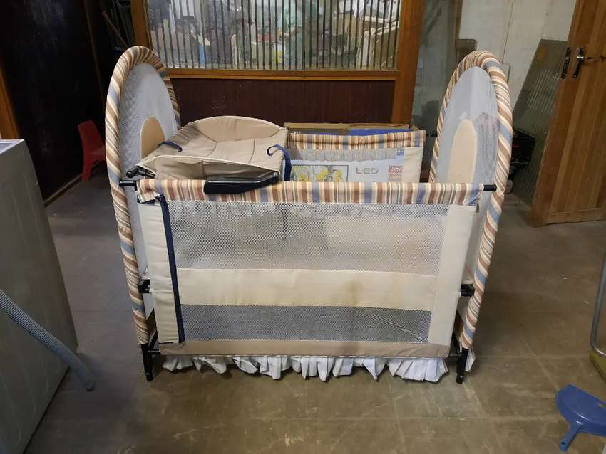 FOR SALE BABY COT 0