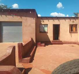 Big yard house with a garage in Limpopo  Botlokwa