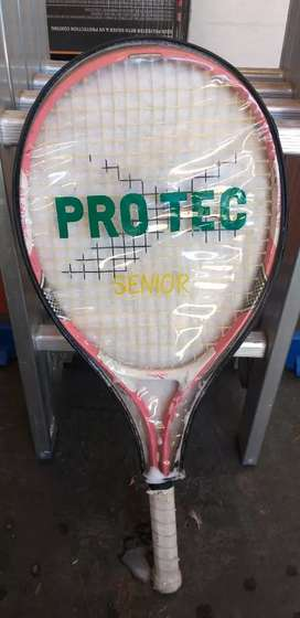 Tennis Maxed Tennis Racket