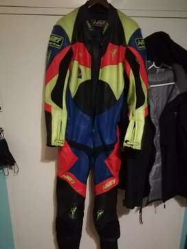 Racing riding suit for superbikes