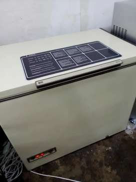 chest freezer 400litres for sale in good condition 100%working