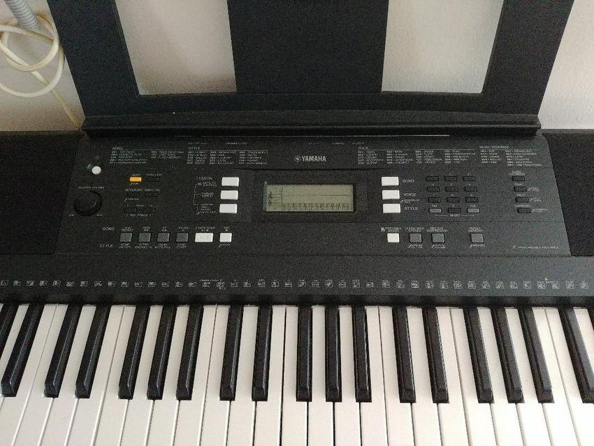 Sintisajzer (elektriktricna klaviatura) 0