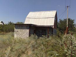 Продается участок с дачным домиком на побережье Бердянского залива.