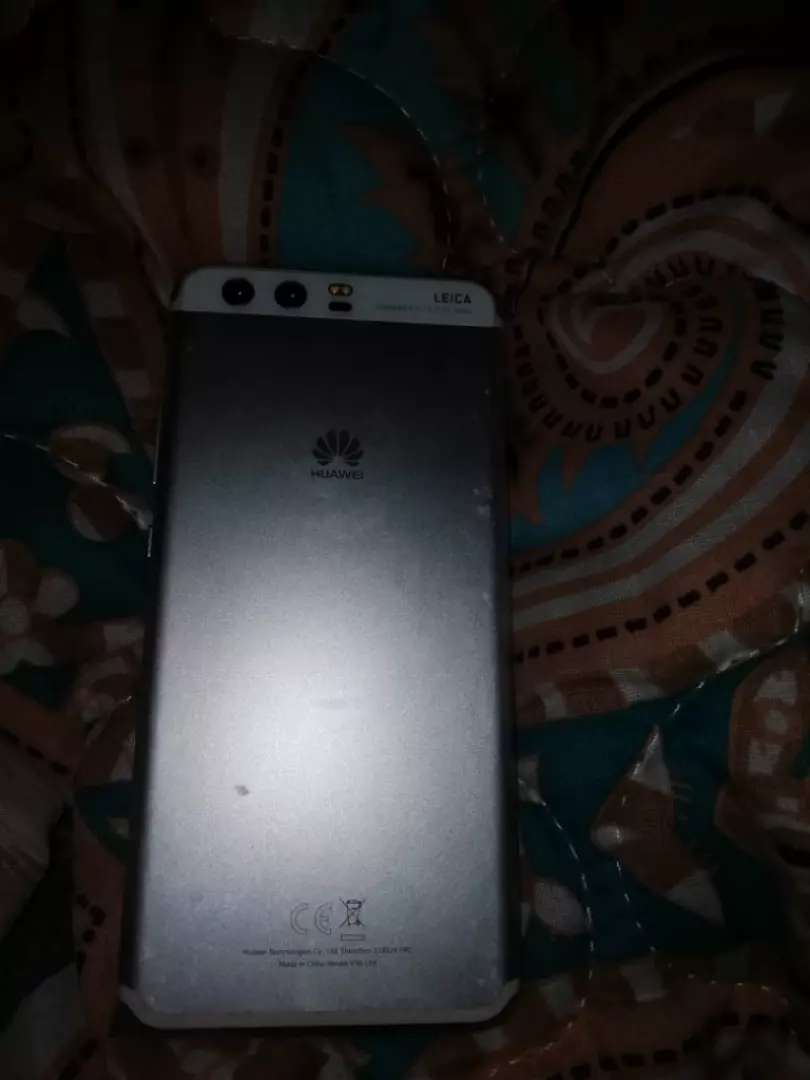 Selling my huawei p10 with a box and everything 0