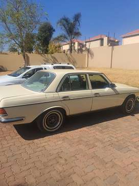 Mercedes Benz W123 for sale. Excellent running condition