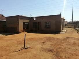 2 bedroom house in etwatwa