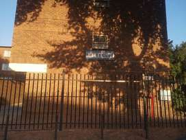 A clean one bedroom and sitting room apartment in Pretoria West