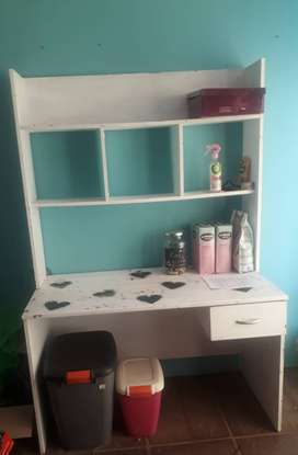 White Desk with One Draw