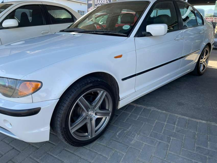 Bmw  318i , 5speed with nice mags