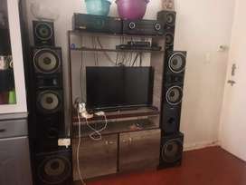 Selling my sony radio mgongo and Samsung TV 32 inch both for R5000