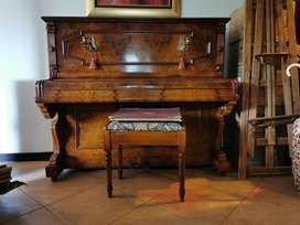 1915 Antique Walnut German Sponnagel Upright Piano