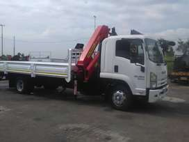 2010 Isuzu FTR 800. Fitted with palfinger Pk14080 truck mounted crane