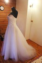 Suknia ślubna. Klasyczna, biała z dodatkami.