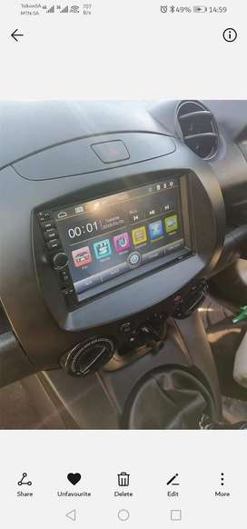 7 inch touchscreen radio with reverse camera