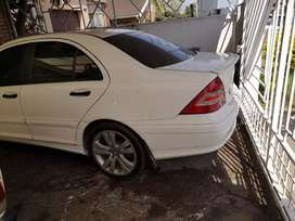 Merc c180 auto in good condition 083/577/9220