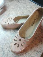 Удобные женские туфли.
