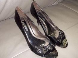 Szpilki Royal Collection sandałki pantofle lakierowane