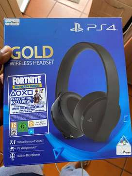 Sony PS4 Gold Wireless Gaming Headset