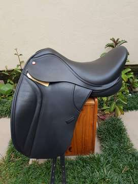 BRAND NEW! Thorowgood T8 MDM dressage saddle for sale (17inch)