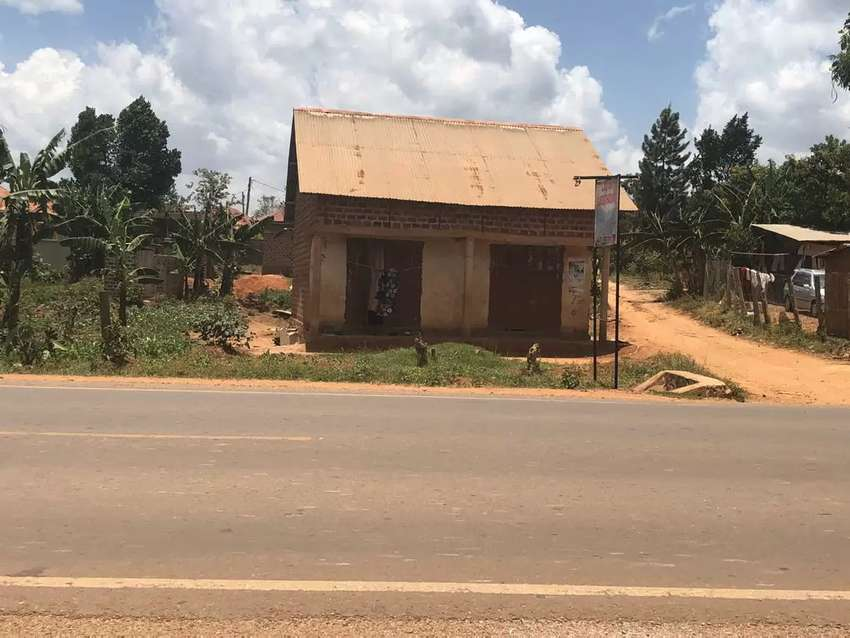 Commercial  plot for  sale  on  namugongo  sonde  road  at   250m 0
