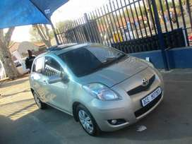 2010 TOYOTA YARIS T3,with sunroof
